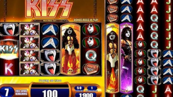How does colossal reels slot machines work?