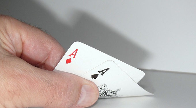What are the different types of casino poker games?