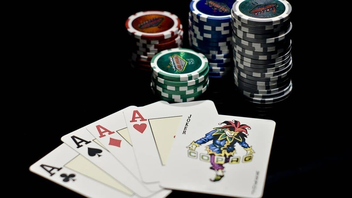 Poker Hand Ranking: Does a flush beat a full house?
